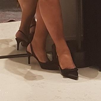 Le gambe croce delle donne e  delizia degli uomini