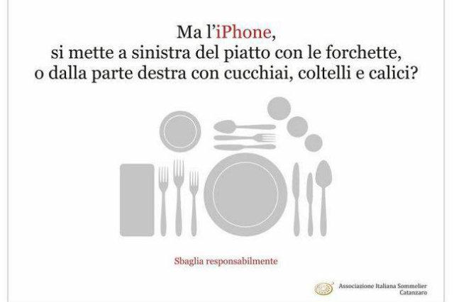 A tavola le buone maniere vietano l'uso del telefono