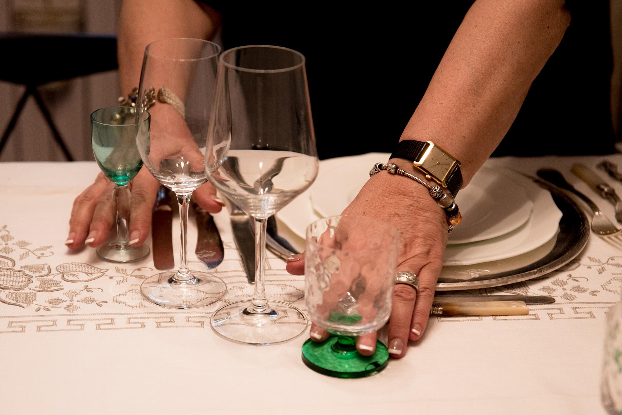 Con i bicchieri infrangete le regole